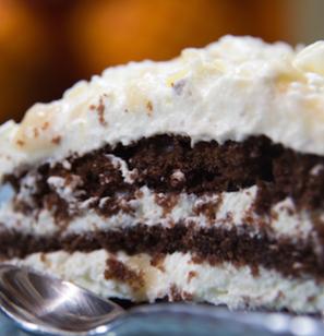 Régalez-vous avec cette recette de gâteau au chocolat, caramel et mascarpone ! Source image et recette : www.enviedebienmanger.fr